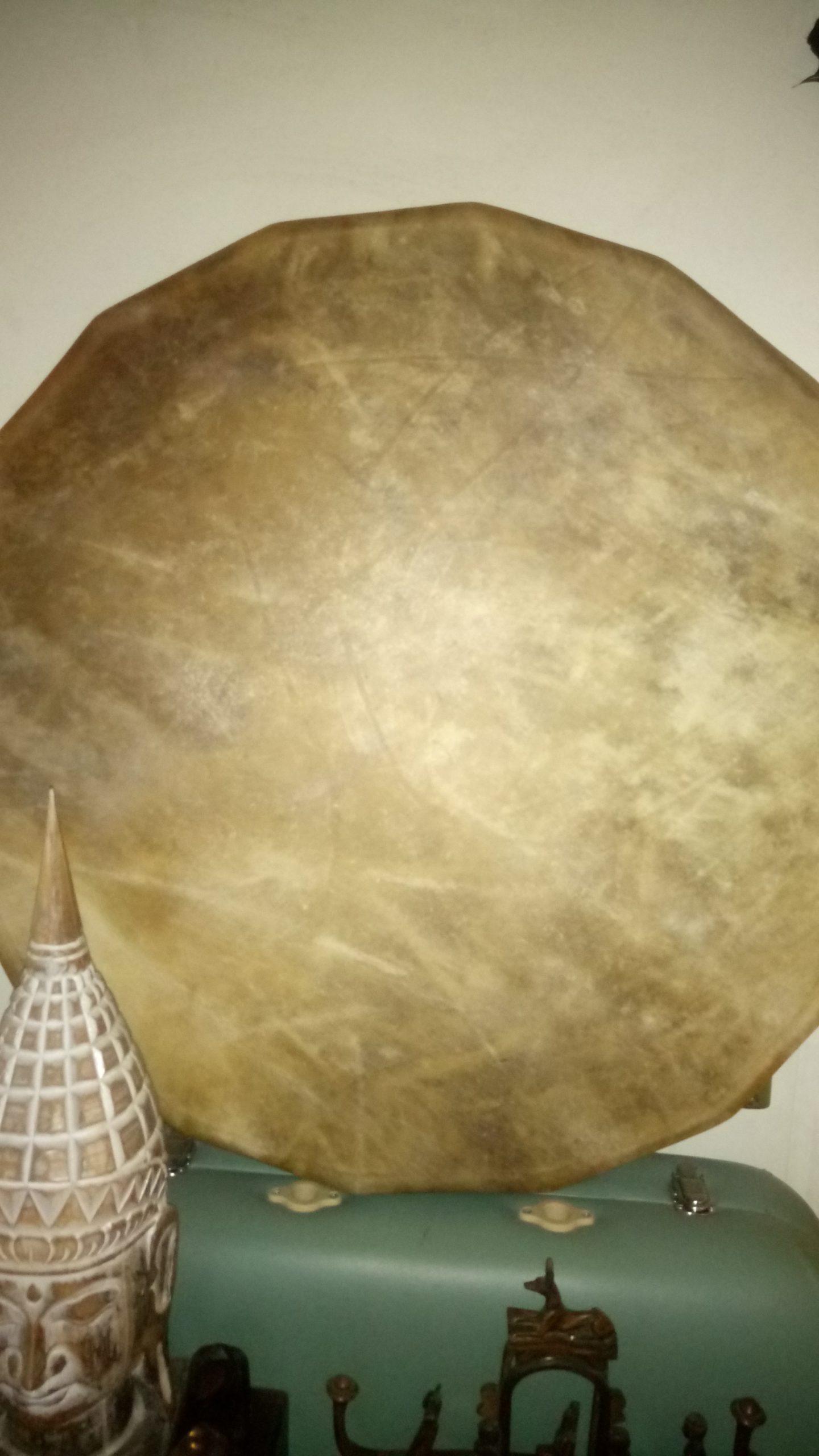 bison diametre 70cm DSC 0194 scaled - Tambour chamanique 70cm de diamètre
